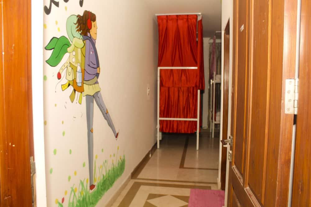 Загальне спальне приміщення, тільки для жінок - Балкон