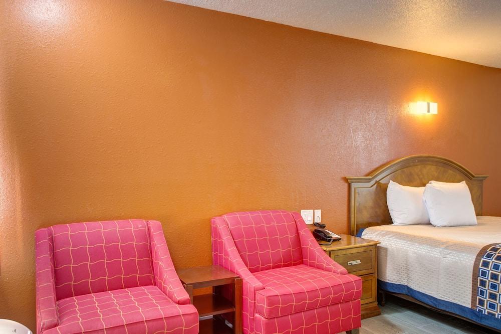 Standard Room, 1 King Bed - Living Area