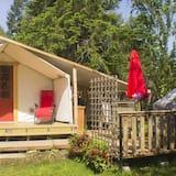 Cómodo campamento en un bosque privado