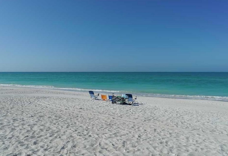 Anna Maria Beach Resort Rm 105, Holmes Beach, Suite, 1 Bedroom, Beach