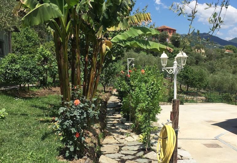 La Casa Rosa, Rapallo, Jardín