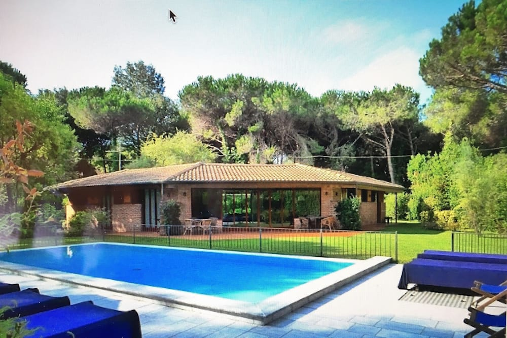 Charming Villa, Private Pool and Garden, on the Tuscan Coast