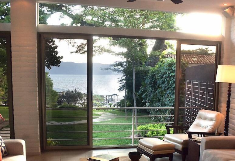 Mikiterio Lake Retreat, Santa Ana, Sala de estar en el lobby