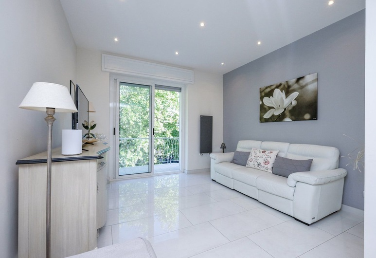 Your Trastevere Balcony, Rome, Apartment, 2 Bedrooms, Balcony, Living Area