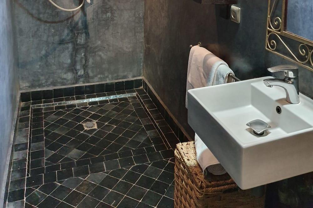 Tek Büyük Yataklı Oda, Havuz Manzaralı - Banyo