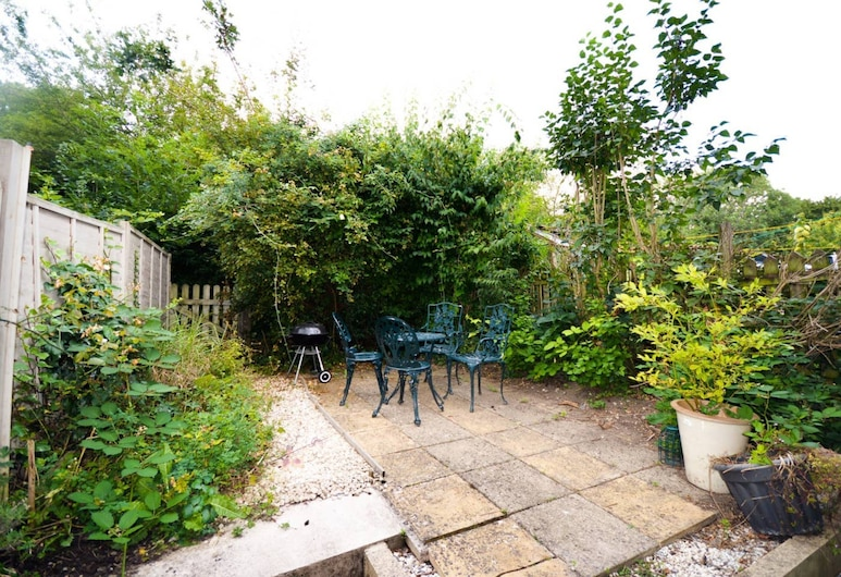 Lovely Home In Bath Close To Oldfield Station, Bath, מרפסת/פטיו