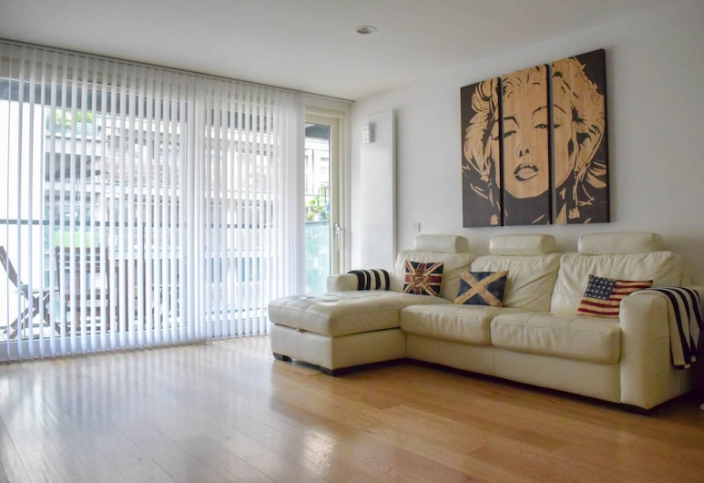 Modern 2 Bedroom Apartment With Balcony On The Canal, London
