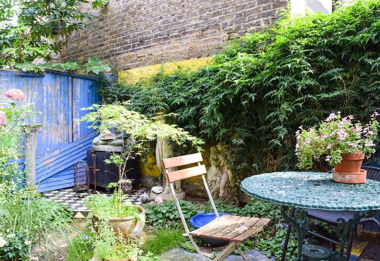 Tranquil 1 Bedroom Oasis in London With Garden, London, Garden
