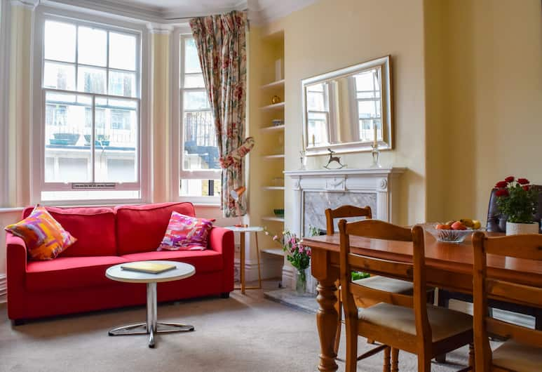 1 Bedroom Mansion Block Apartment in Westminster, London