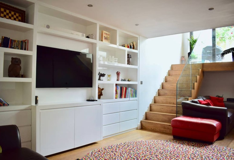 Bright and Modern 5 Bedroom Home With Garden, Londona