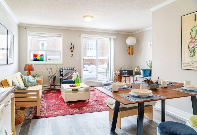 Cosy Apartment Nestled in Little Portugal, Toronto, Stue
