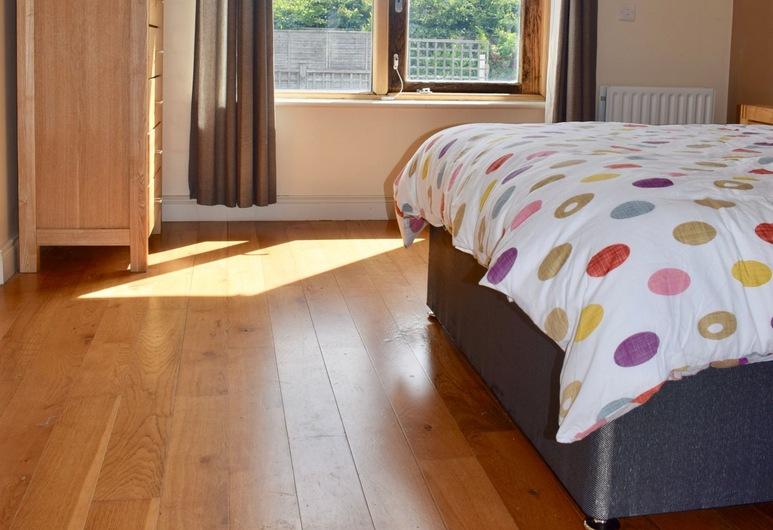 Spacious, Bright & Modern 3 Bedroom Family Home, Dublin, Pokój