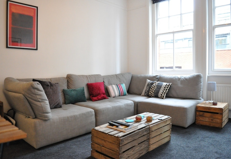 Bright 1 Bedroom Apartment in Great Location, Londres