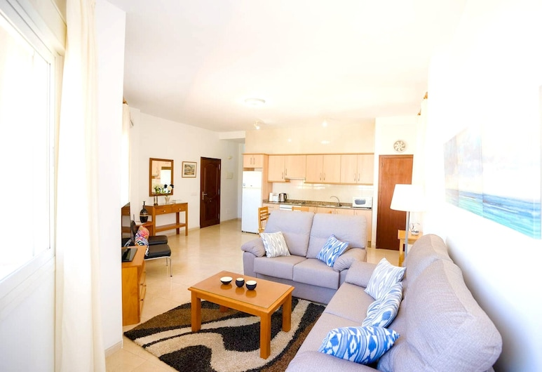 Apartment With 2 Bedrooms in Alcúdia, With Furnished Terrace and Wifi - 100 m From the Beach, Alcudia, Living Room
