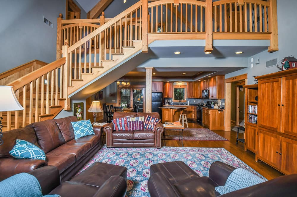 House, Multiple Beds, Fireplace - Living Room