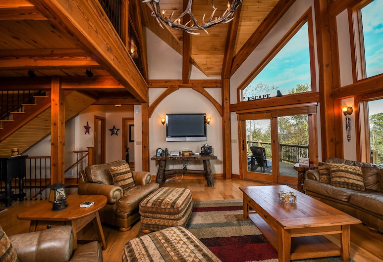 Highland's Hideaway, McHenry, House, Multiple Beds, Hot Tub, Living Room