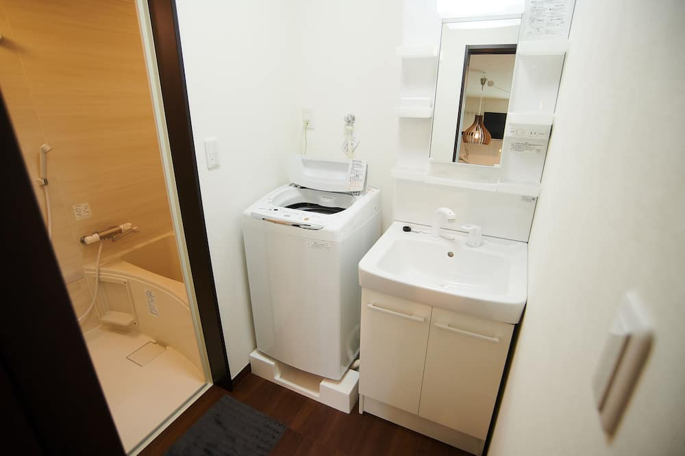Deluxe Family Room 1F - Bathroom Sink