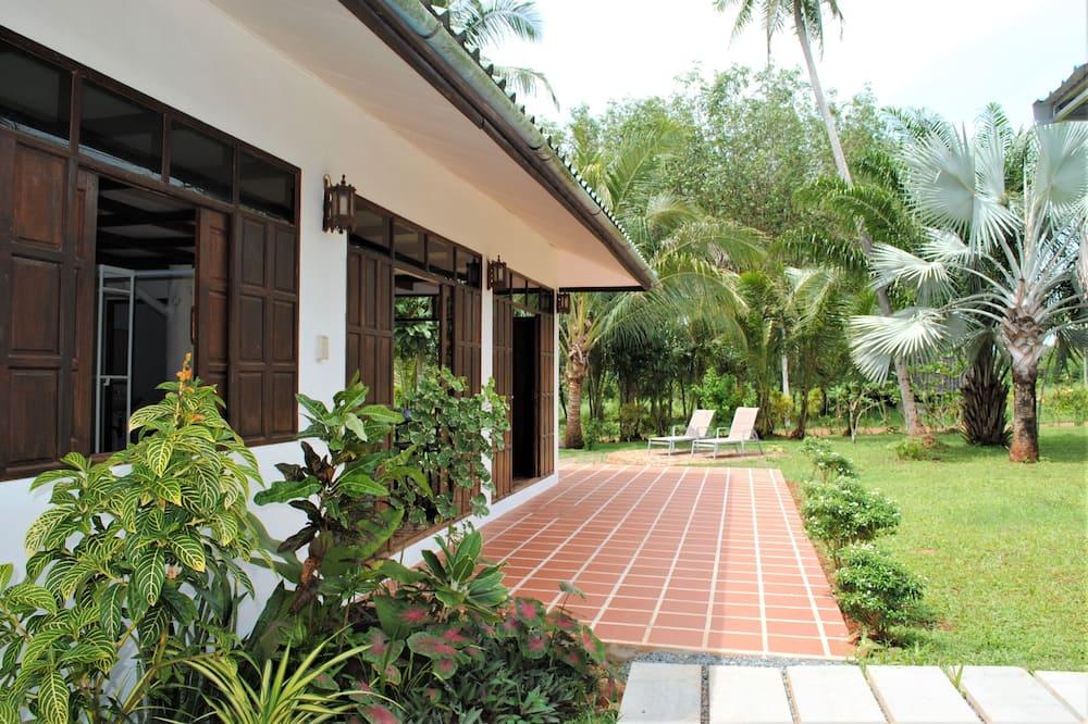 Семейная квартира, вид на сад - Терраса/ патио