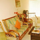 Room, 1 Queen Bed, Kitchenette - Living Area