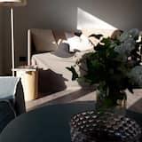 Deluxe Double Room, Garden View - Living Area