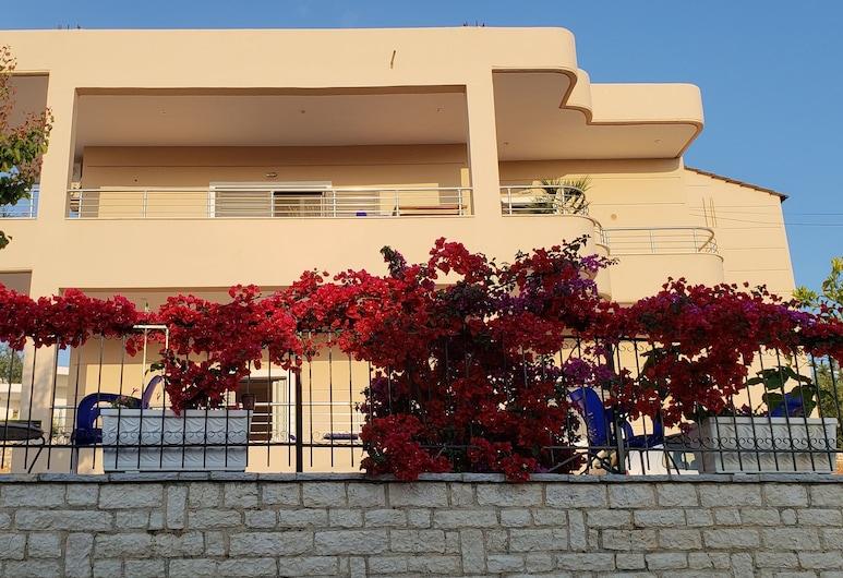 可拉別墅飯店, 卡薩米爾, 住宿正面