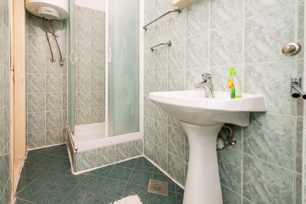 Quarto triplo, Banheiro compartilhado - Banheiro