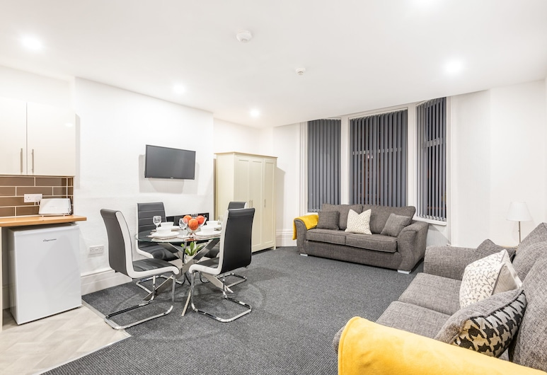 Velvet Coaster Apartments, Blackpool, Deluxe Apartment, Private Bathroom (Grand National), Lounge