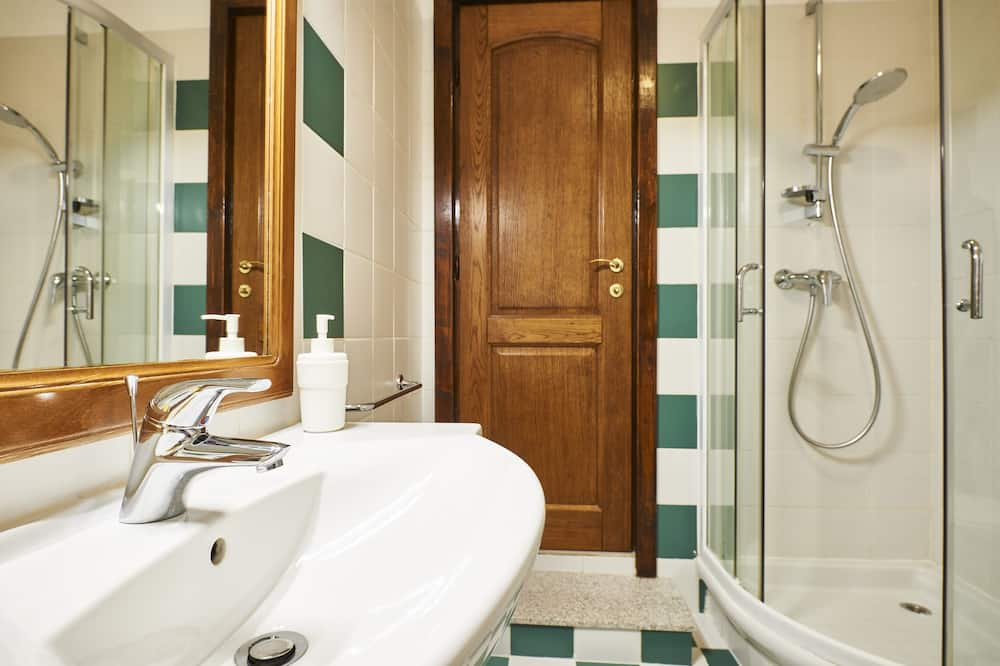 Basic-Doppelzimmer - Badezimmer