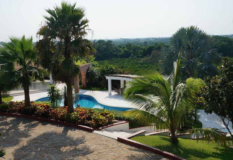 加魯羅村舍飯店, 聖拉菲爾, 游泳池