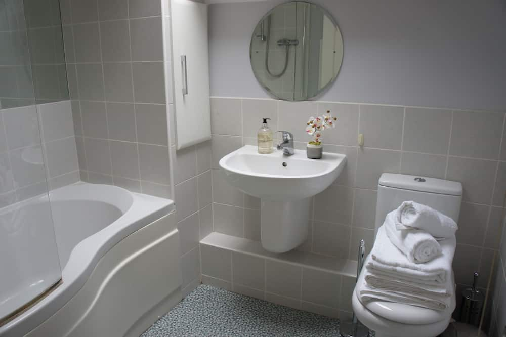Luxury House, Private Bathroom, City View - Bathroom