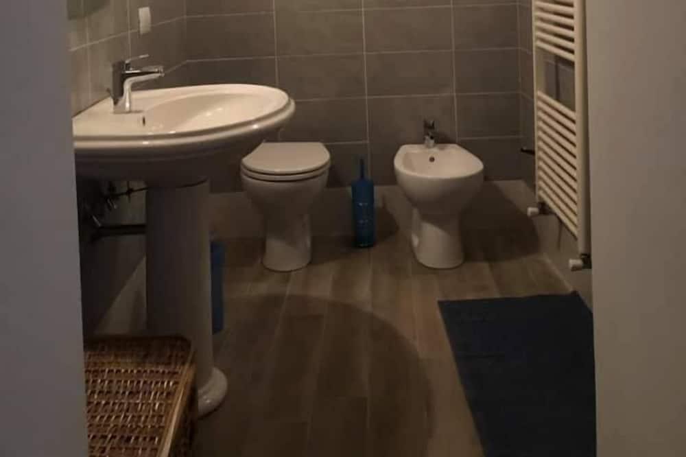 Double or Twin Room, Shared Bathroom - Bathroom