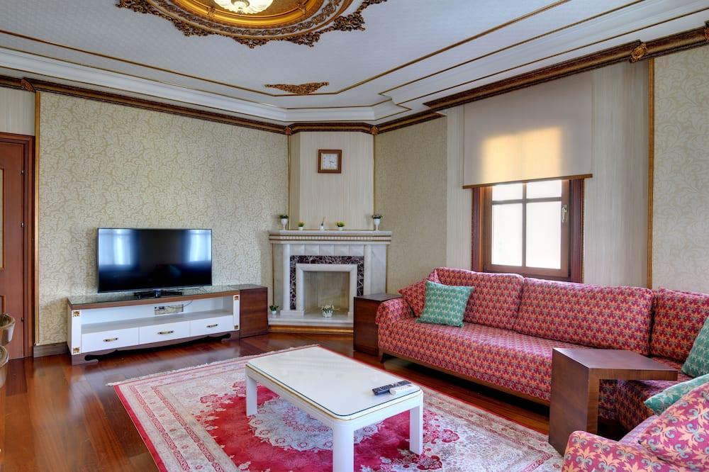 Apartment, 3 Bedrooms (Second Floor) - Living Area
