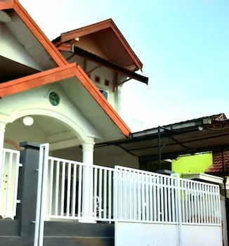 Picture of Almira Homestay near Airport in Jambi