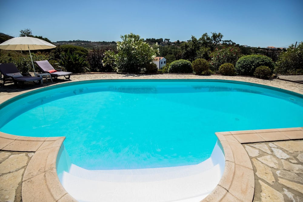 House With one Bedroom in Mafra, With Wonderful Mountain View, Pool Access, Enclosed Garden - 5 km From the Beach