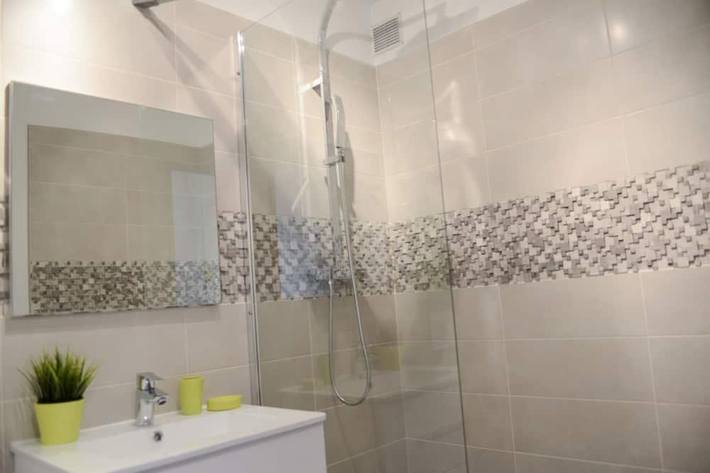 Apartamentai su patogumais, iš miegamojo pasiekiamas vonios kambarys, vaizdas į kiemą (Opéra) - Vonios kambarys
