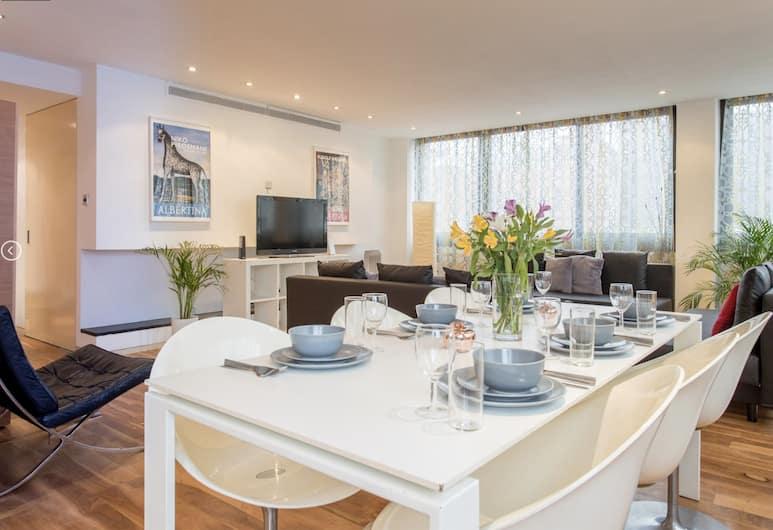 Oxford Street Apartment near Selfridges, London, Two-Bedroom Apartment, Living Area