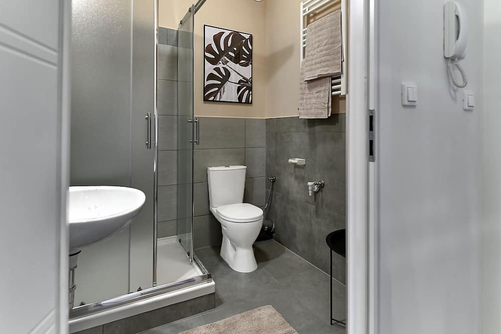 Studio (8B) - Bathroom