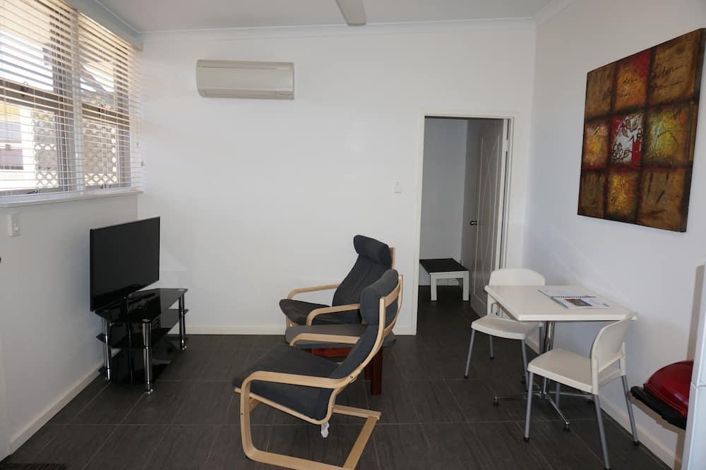 בית (1 Bedroom) - סלון
