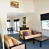 Villa (3 Bedrooms) - Elutuba