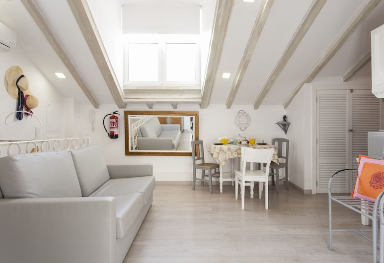 ALTIDO Alfama 35 II, Lisbon, Apartment, 2 Bedrooms, Living Area