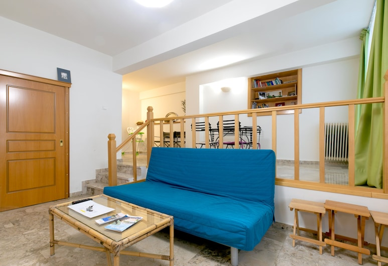 Cozy Apartment in the Heart of Athens, Athén