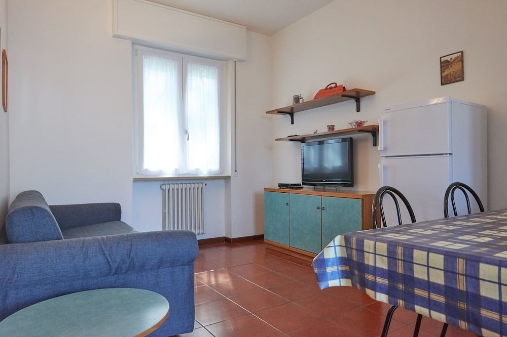 Apartment, 1 Bedroom, Lake View - Living Area