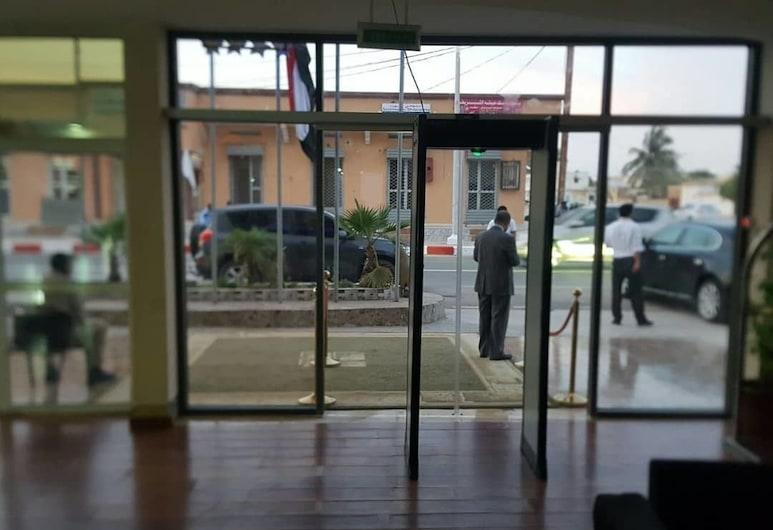 Keva Hotel, นูแอกชอต, บริเวณประตูทางเข้า