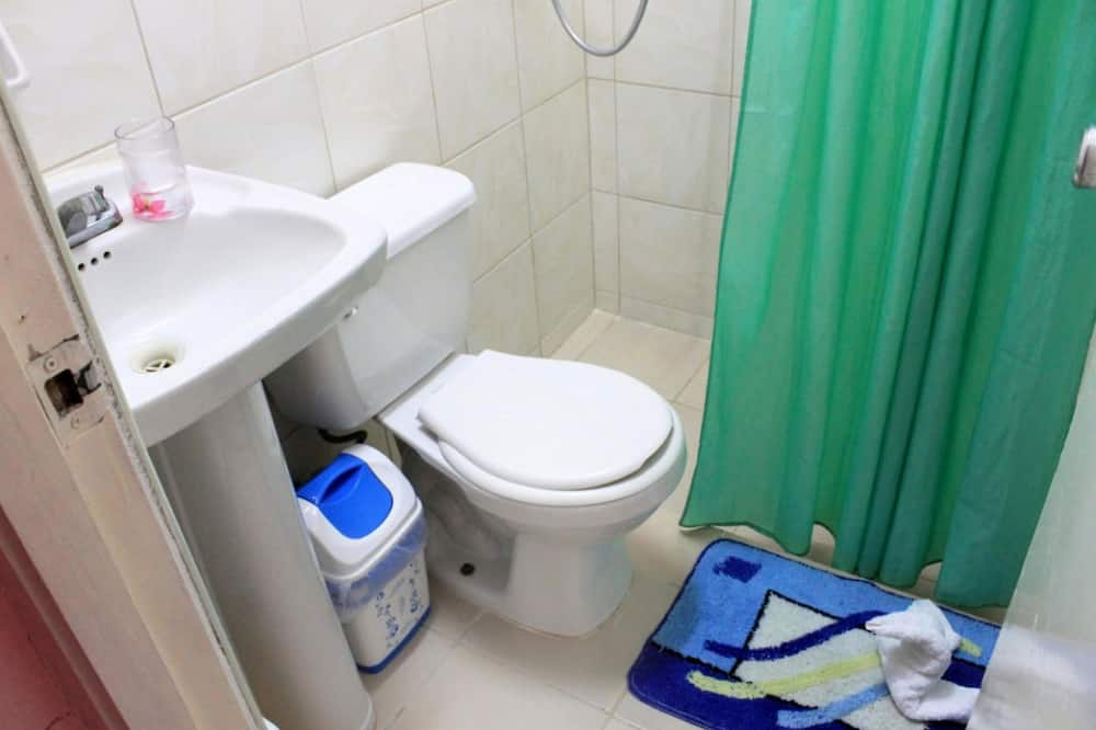 Basic-værelse med dobbeltseng eller 2 enkeltsenge - Badeværelse