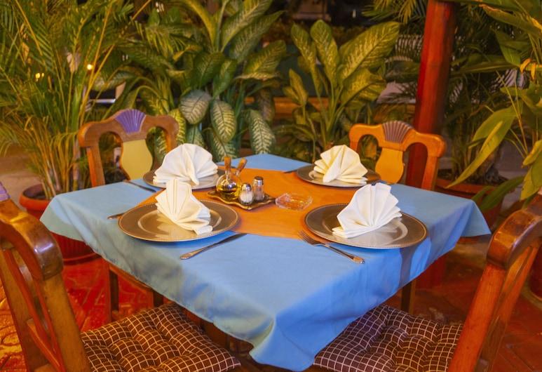 Hotel Boutique Eden Costa, Santa María Huatulco, Restaurante al aire libre