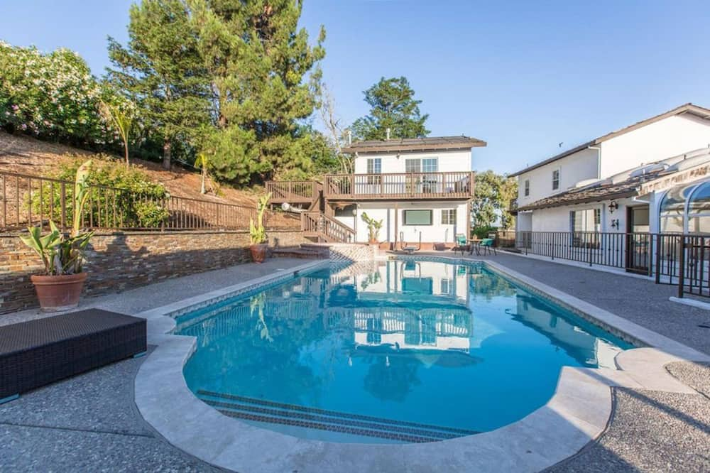 منزل - ٥ غرف نوم - حمام سباحة