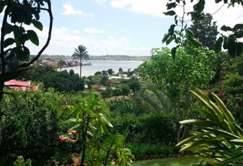 Charming Villa 5 Minutes From the Airport, Antananarivo, Property Grounds