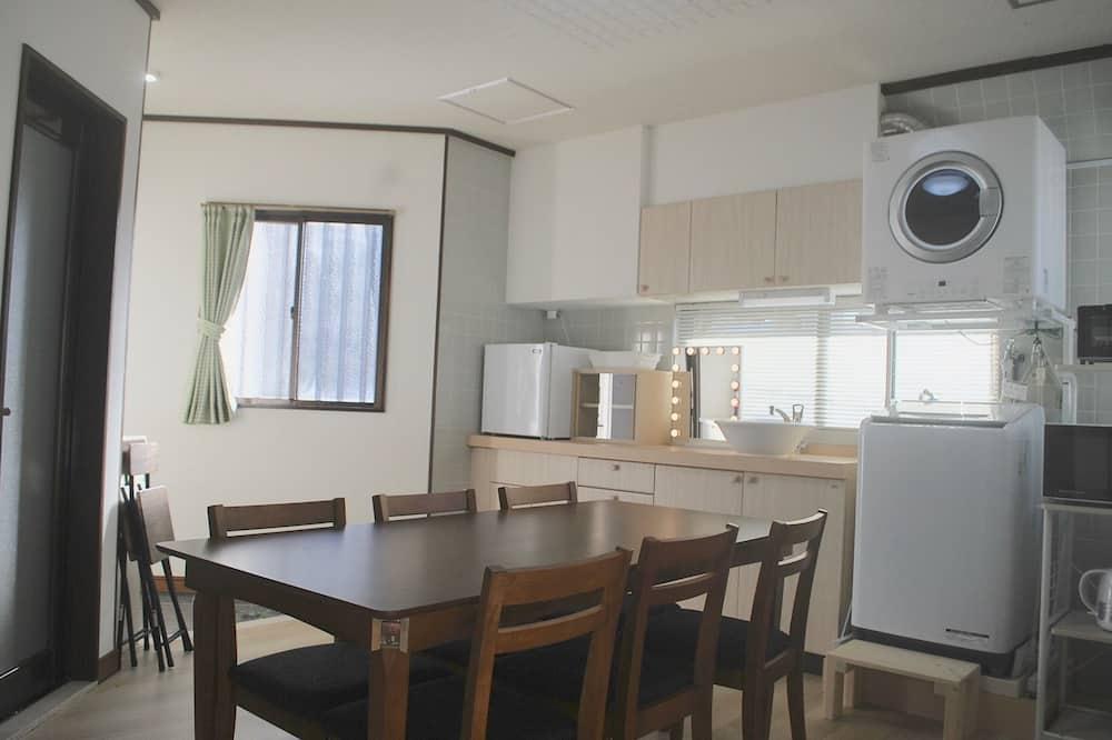 2 Bedrooms (B) - In-Room Dining