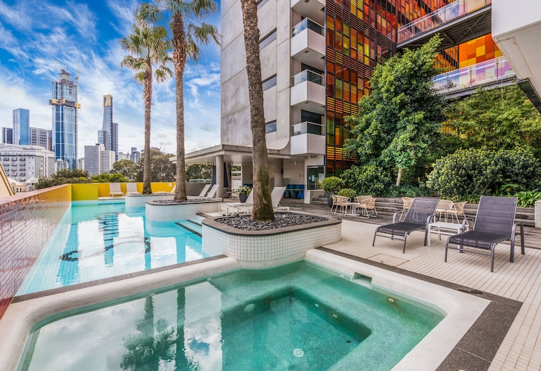 Modern city central pool sauna spa wifi, Southbank, Outdoor Pool
