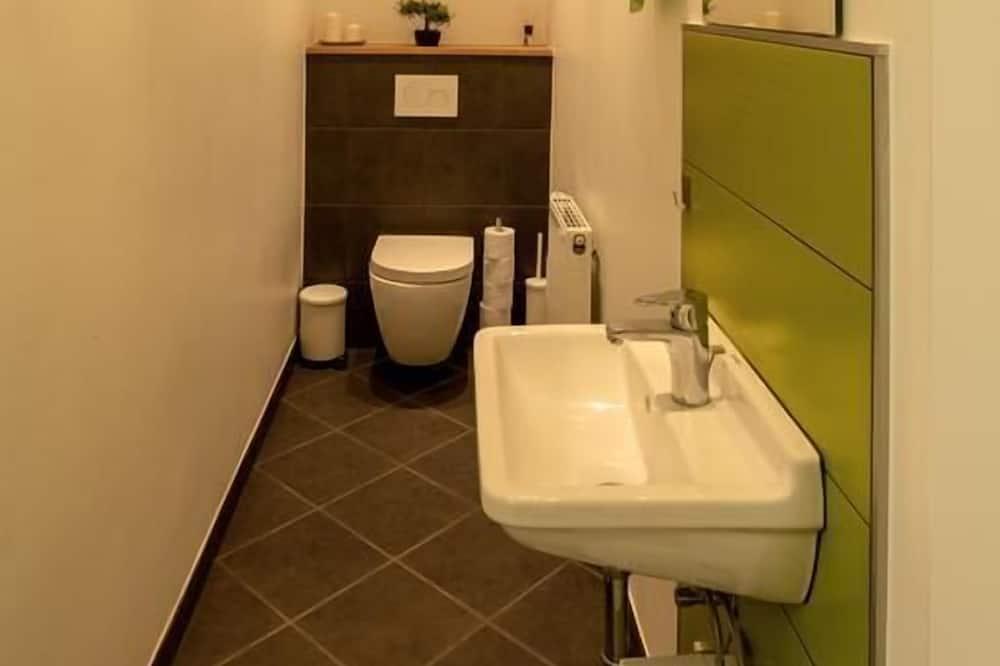 Jednolôžková izba, spoločná kúpeľňa - Kúpeľňa